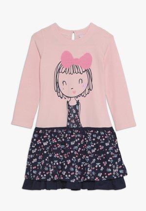 GIRL - Žerzejové šaty - rose