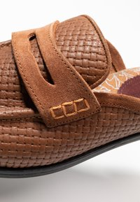 House of Hounds - BASTIAN EMBOSSED PENNY - Mocassins - tan - 5