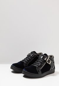 House of Hounds - GRIFFIN MID - Baskets montantes - black/navy - 2