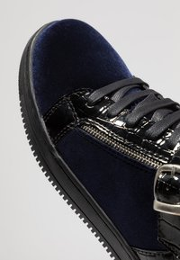 House of Hounds - GRIFFIN MID - Baskets montantes - black/navy - 5