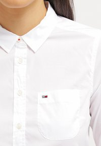 Tommy Jeans - Koszula - white - 4