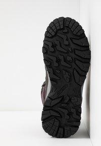 Hi-Tec - BANDERA LITE MID WP WOMENS - Zapatillas de senderismo - charcoal/amaranth/light grey - 4