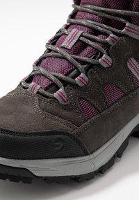 Hi-Tec - BANDERA LITE MID WP WOMENS - Zapatillas de senderismo - charcoal/amaranth/light grey - 5