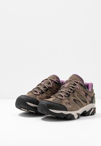 Hi-Tec - RAVUS VENT LOW WP WOMENS - Hiking shoes - smokey brown/taupe/very grape - 2