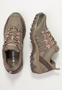 Hi-Tec - JAGUAR WOMENS - Trekingové boty - light taupe/mellow rose - 1