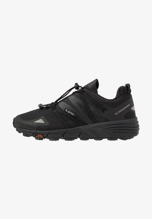 V-LITE TRAIL RACER LOW WOMENS - Běžecké boty do terénu - black
