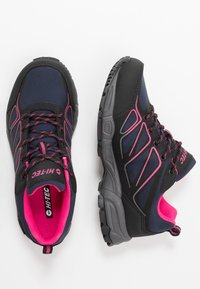 Hi-Tec - RIPPER LOW WP WOMENS - Outdoorschoenen - navy/black/magenta - 1