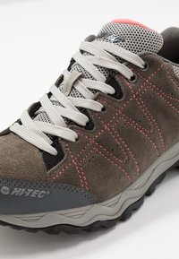 Hi-Tec - LIBERO II WP - Hiking shoes - charcoal/blossom - 6