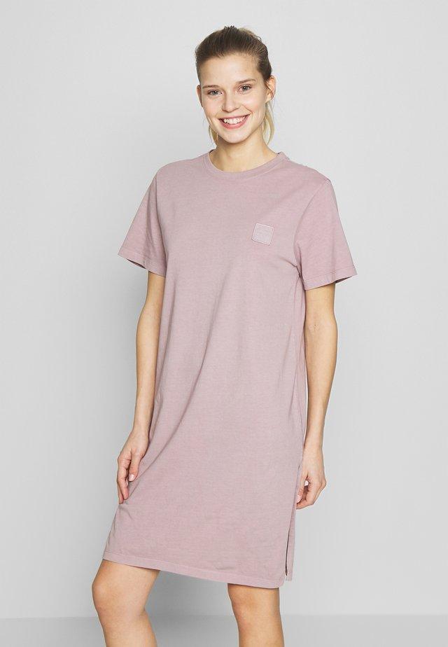 MARLENE - Robe de sport - soft purple