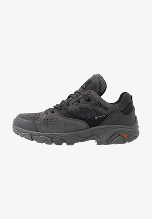 NOVEAU TRACTION LOW WP - Zapatillas de senderismo - charcoal/black