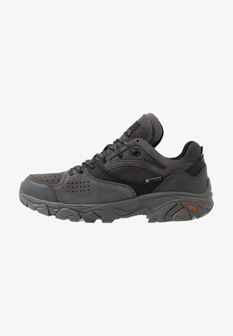 Hi-Tec - NOVEAU TRACTION LOW WP - Zapatillas de senderismo - charcoal/black