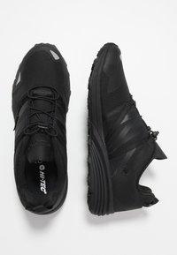 Hi-Tec - V-LITE-TRAIL RACER LOW - Hiking shoes - black - 1