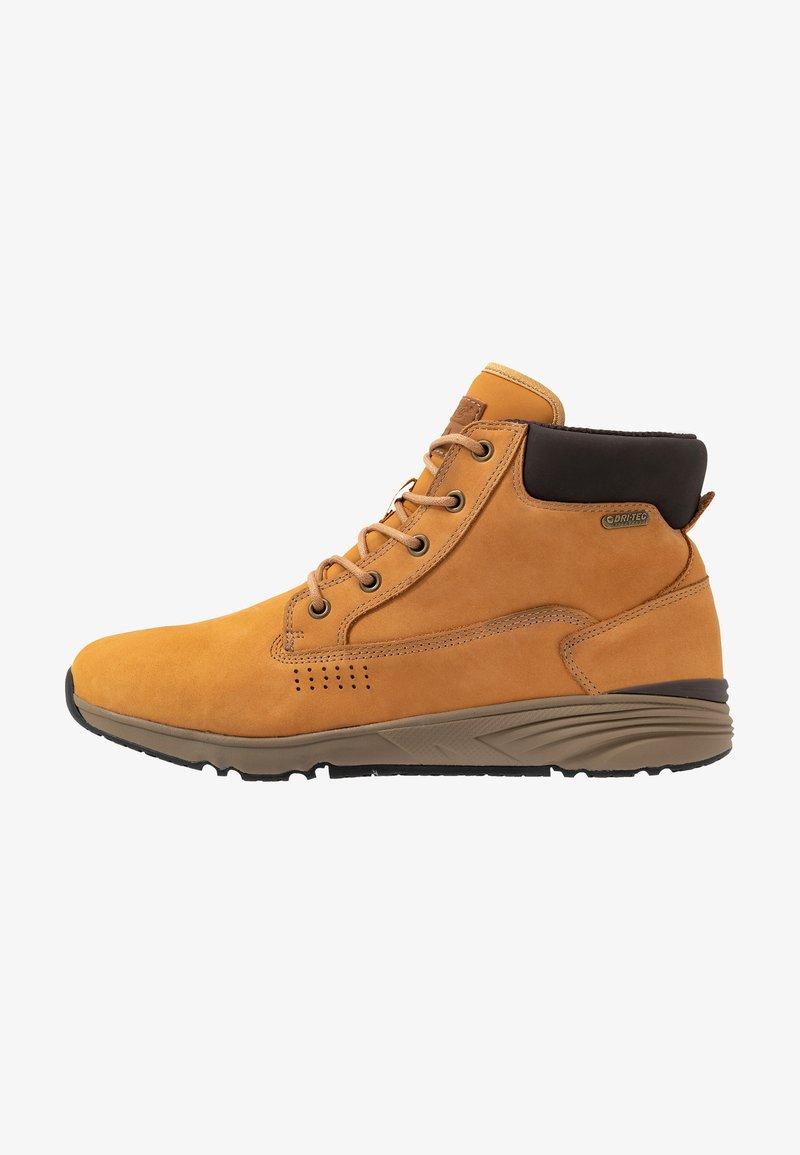 Hi-Tec - X-HAIL MID LUX WP - Zapatillas de senderismo - wheat/white