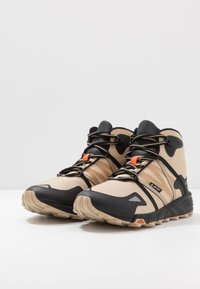 Hi-Tec - V-LITE SHIFT I+ - Hiking shoes - desert tan/black/red orange - 2