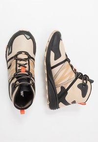 Hi-Tec - V-LITE SHIFT I+ - Hiking shoes - desert tan/black/red orange - 1