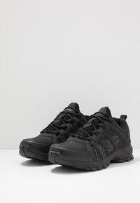 Hi-Tec - WARRIOR - Chaussures de marche - black/grey - 2