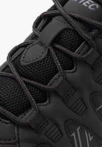 Hi-Tec - WARRIOR - Chaussures de marche - black/grey - 5
