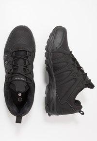 Hi-Tec - WARRIOR - Chaussures de marche - black/grey - 1