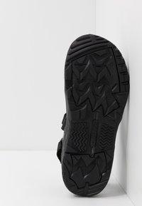 Hi-Tec - ULA RAFT - Chodecké sandály - black/charcoal - 4