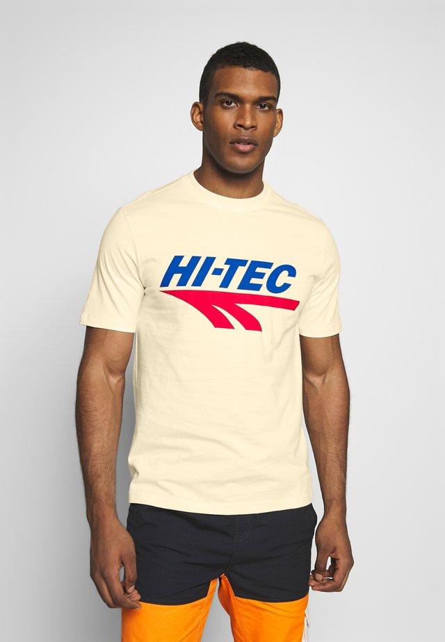 HANS - T-shirt med print - soya