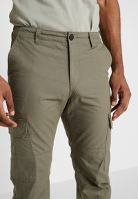 Hi-Tec - MAYCOCK - Trousers - olive - 3