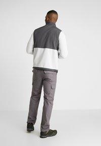 Hi-Tec - KIKER - Fleecová bunda - quiet grey melange/gunmetal - 2