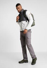 Hi-Tec - KIKER - Fleecová bunda - quiet grey melange/gunmetal - 1
