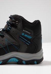 Hi-Tec - SHIELD WP - Outdoorschoenen - dark grey/black/lake blue - 2