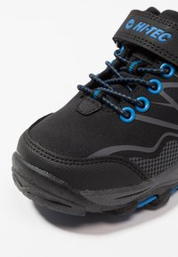 Hi-Tec - BLACKOUT LOW - Outdoorschoenen - black/blue - 2