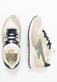 Hi-Tec - Sports shoes - offwhite/navy/gold - 1