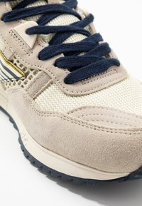 Hi-Tec - Sports shoes - offwhite/navy/gold - 5