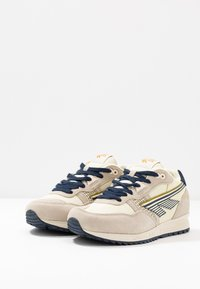 Hi-Tec - Sports shoes - offwhite/navy/gold - 2