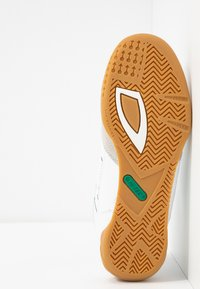Hi-Tec - SQUASH CLASSIC - Chaussures de running neutres - white/green - 4