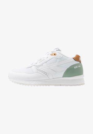 BW 146 - Sports shoes - white/sage