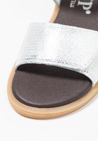Hip - Sandaalit nilkkaremmillä - silver - 2