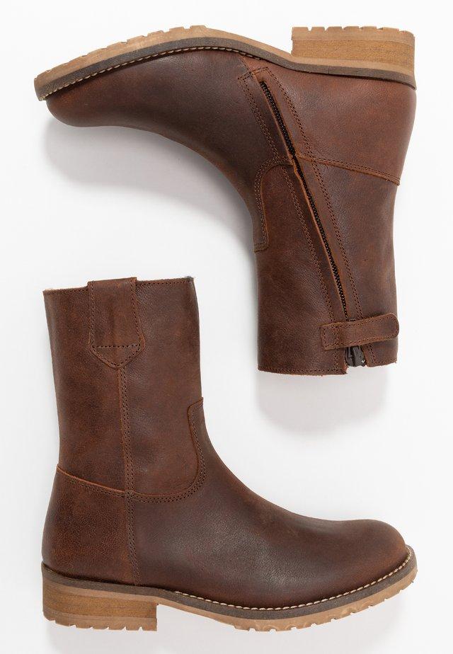Winter boots - chestnut
