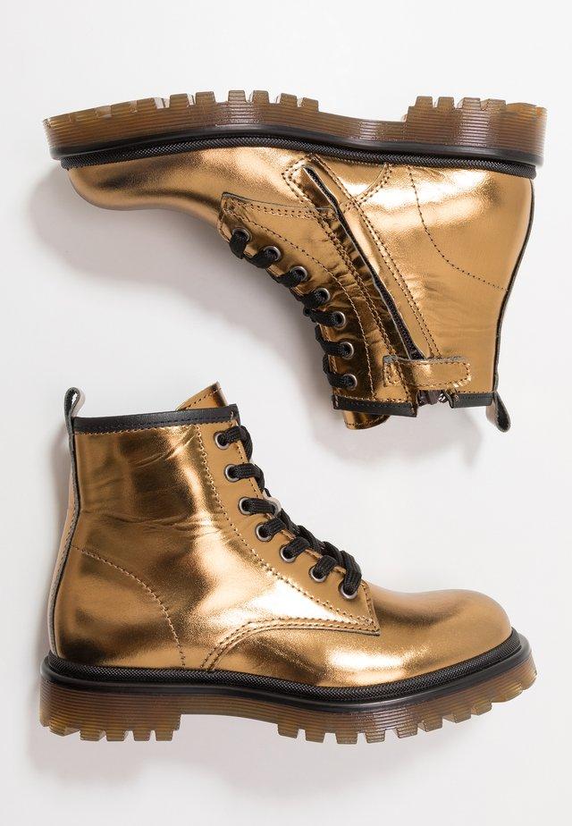 Šněrovací kotníkové boty - mid brown