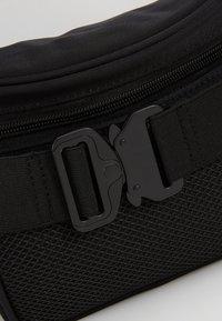 Hikari - CLASP BUM BAG - Bæltetasker - black - 6