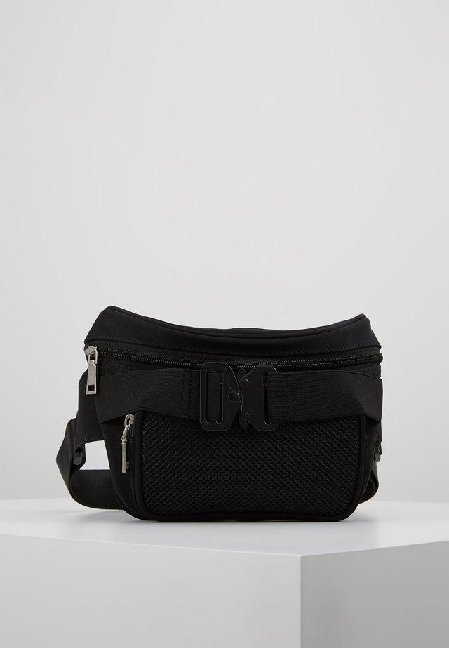 CLASP BUM BAG - Ledvinka - black
