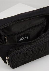 Hikari - CLASP BUM BAG - Bæltetasker - black - 4