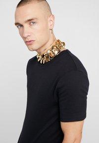 Hikari - OVERSIZED CHAIN - Collar - gold-coloured - 1