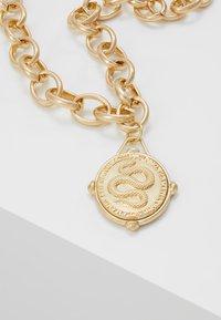 Hikari - MEDALLION NECKLACE - Necklace - gold-coloured - 4