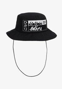 Hikari - LOGO BUCKET HAT - Hattu - black - 4
