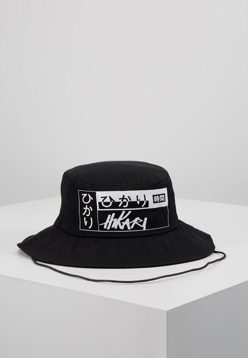 Hikari - LOGO BUCKET HAT - Hattu - black