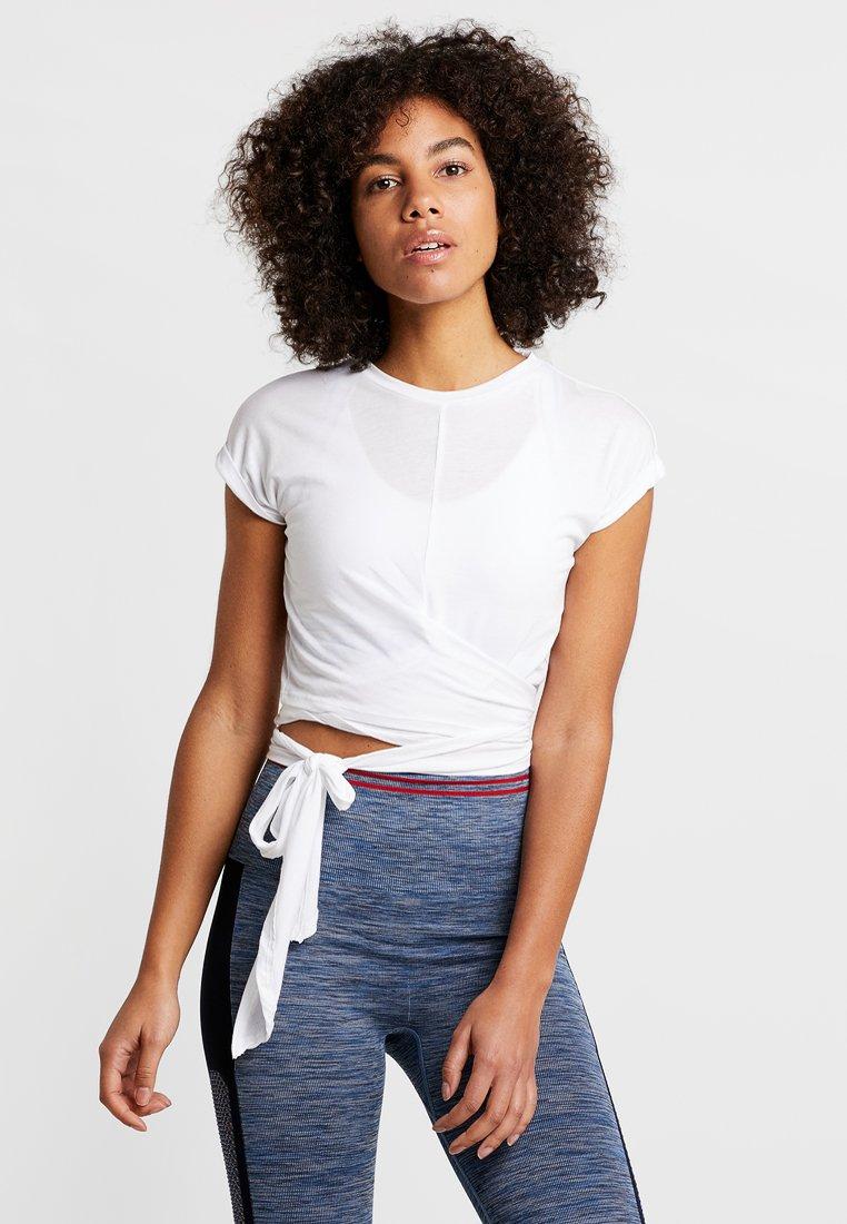 HIIT - TESSA CROSS FRONT SLEEVE - T-Shirt print - white