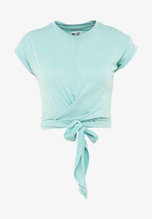TESSA CROSS FRONT SLEEVE - Print T-shirt - aqua