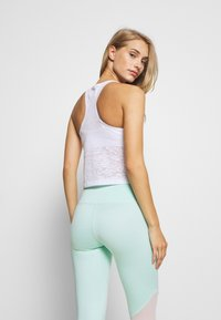 HIIT - STUDIO BURNOUT CROPPED VEST - Top - white