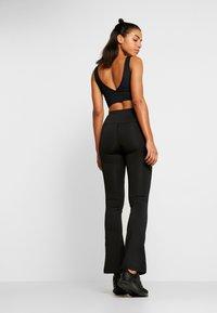 HIIT - WAGTAIL KICKFLARE - Pantalones deportivos - black - 2
