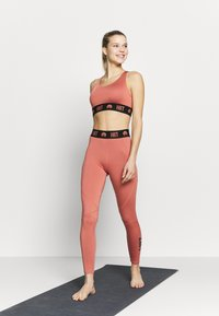 HIIT - ESSENTIAL BRANDED - Tights - salmon - 1