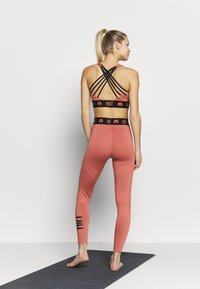 HIIT - ESSENTIAL BRANDED - Tights - salmon - 2